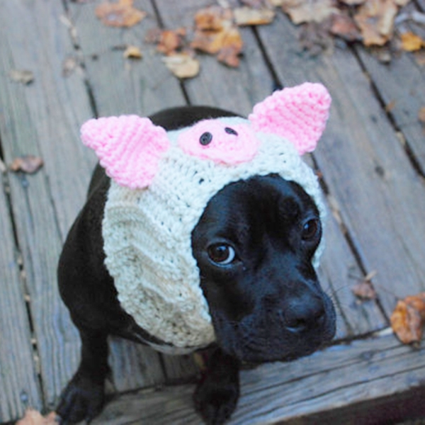 Beige Pig Crochet Snood